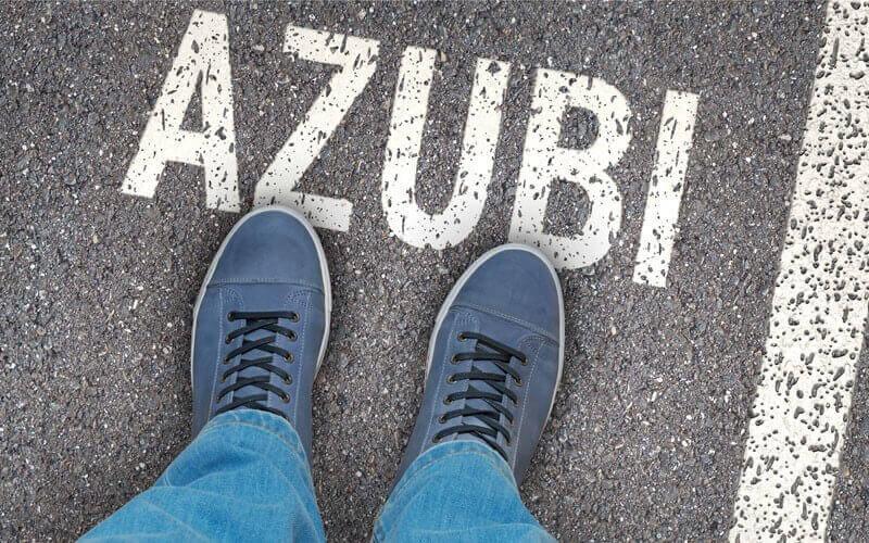 Azubi Schriftzug auf Straße